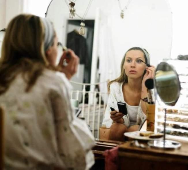 maquiagem-espelho-mulher_0