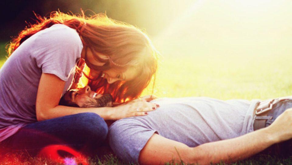 Essa é a razão pela qual nos apaixonamos, de acordo com a ciência Essa é a razão pela qual nos apaixonamos, de acordo com a ciência casal apaixonado 1