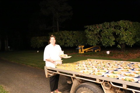 The amazing Leeandra bringing out meals from the back of the ute on the night!