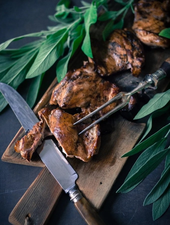 Simple Smoked Chicken- easy guide, using  a wok or an electric smoker| www.feastingathome.com