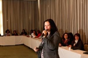 Adriana Marcolino durante apresentacao no Coletivo de Mulheres