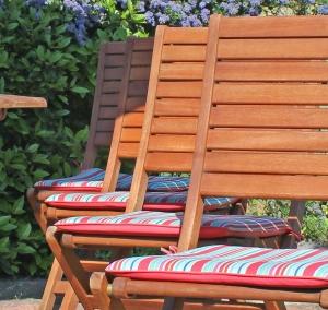 1390098_garden_chairs_2.jpg