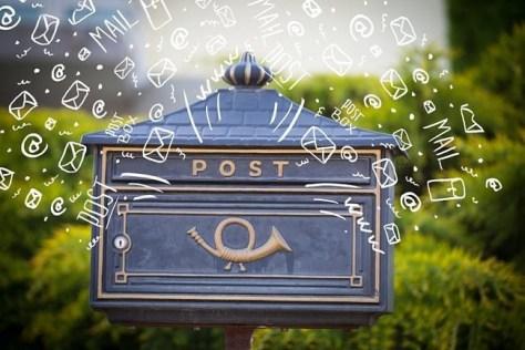 Iconos de mail saliendo de buzón