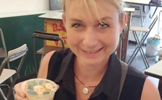 Selfie Cafe Sinagpore: www.feetonforeignlands.com