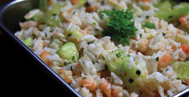 salade de riz recette de salade de riz crevettes feuille de choux. Black Bedroom Furniture Sets. Home Design Ideas