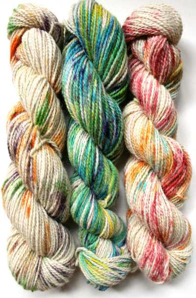 How to Speckle Dye Yarn, a FiberArtsy.com Tutorial