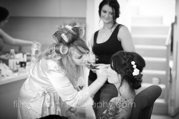 brides-getting-ready-03