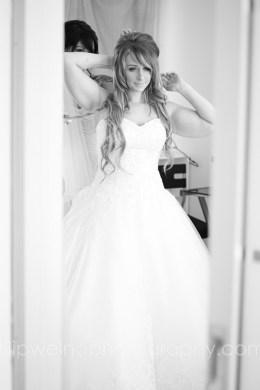 brides-getting-ready-26