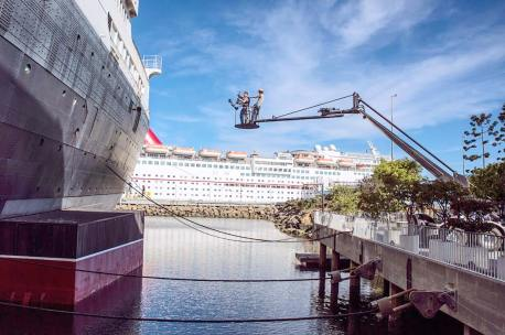 Flying by the Queen Mary on the Chapman Titan Crane with Chris Fawcett