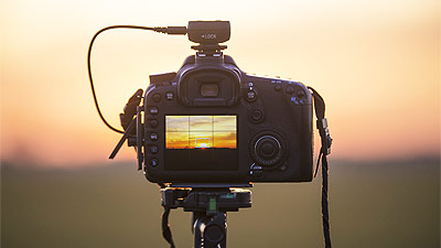 About DSLR Cinematography   The Film Guys The first DSLR cameras that were capable of shooting good quality  HD  videos came to the scene in 2008 and just two years later DSLR  cinematography took the