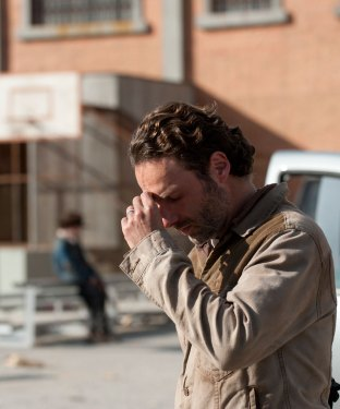"Television Review: 'The Walking Dead' 5.8: ""Coda"""