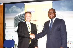 Wim VANHELLEPUTTE, DG MTN Côte d'Ivoire et M. Edoh Kossi AMENOUNVE, DG BRVM