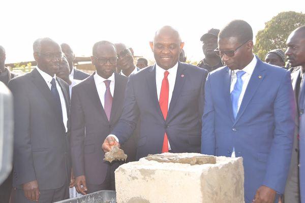 Tony O. Elumelu procède � la Pose de la premiere pierre - 2.jpg (