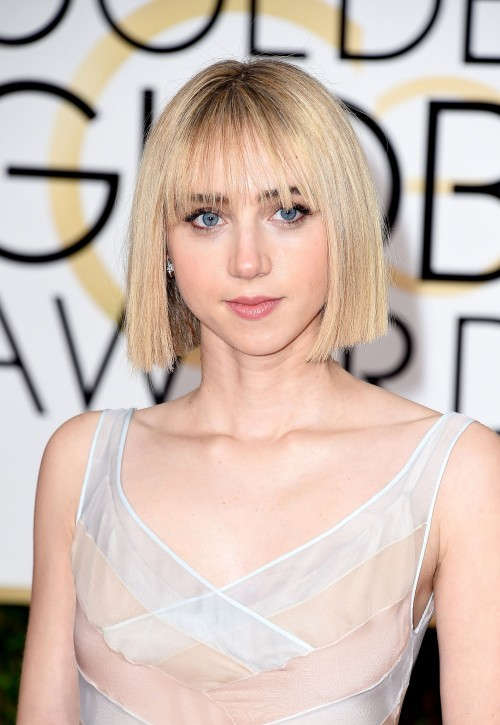 golden-globes-beauty-zoe-kazan