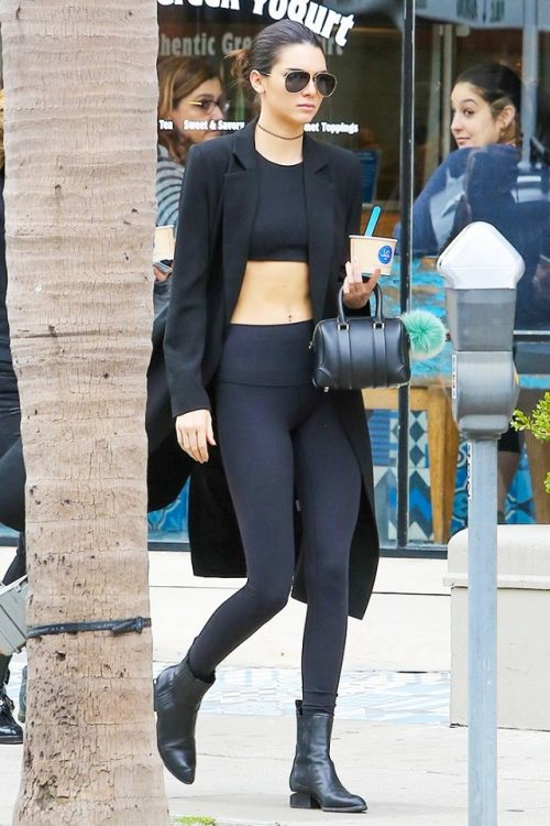 the-leggings-kendall-jenner-wears-practically-everywhere-1620987-1452639971.640x0c