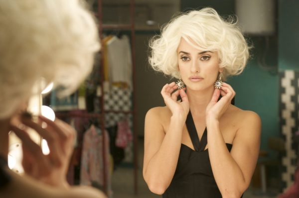 broken-embraces-2009-002-penelope-cruz-white-wig_0