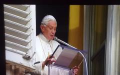 Migliaia di fedeli toscani all'ultimo Angelus di Benedetto XVI
