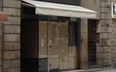 Raid incendiario in Por Santa Maria, brucia negozio