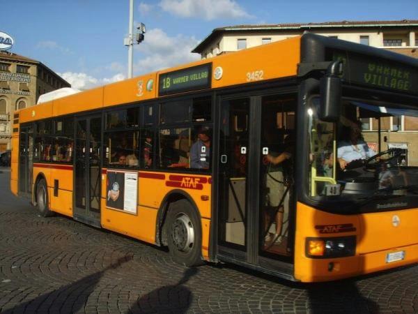 Autobus, il biglietto fatto via sms aumenta a 1,50 euro