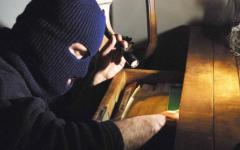 Livorno: rubati gioielli e pistola in casa di una guardia giurata