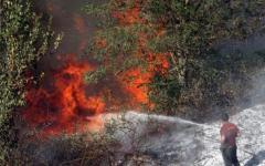 Uno degli incendi che nel 2012 hanno devastato la Toscana