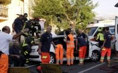 Incidenti: frontale per evitare un cane, un morto e 6 feriti