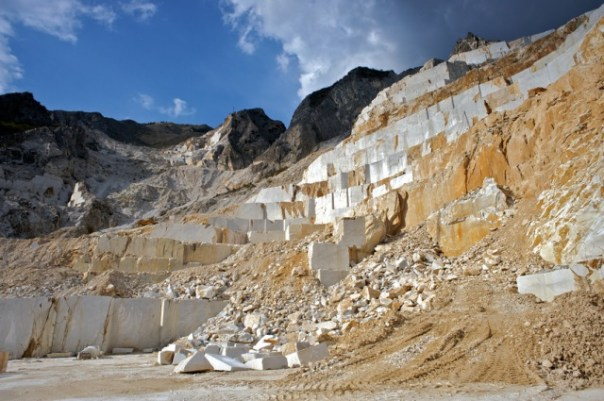 Una cava di marmo in Alta Versilia