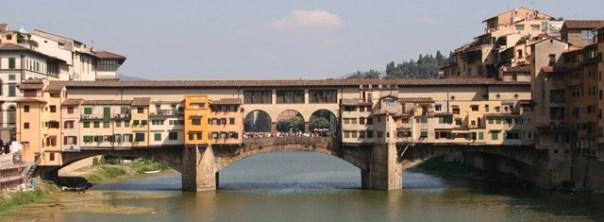 Ponte Vecchio imbrattato da una bambina tedesca, padre ripulisce