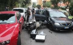Maxi incidente a Livorno, ferito grave un motociclista