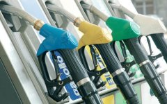 Fisco: buco da 700 milioni di euro nei conti dell'Italia. In luglio Renzi aumenterà l'accisa sulla benzina. Motivo? La Commissione Ue  ha bo...