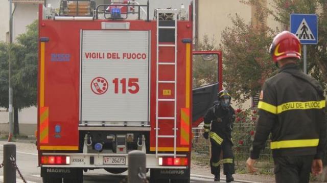 I vigili del fuoco hanno lavorato due ore per estrarre il giovane