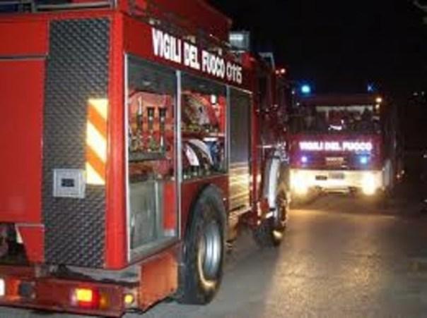I vigili del fuoco hanno spento le fiamme evitando che si propagassero