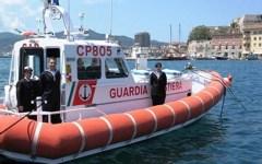 Livorno: la Guardia Costiera salva famiglia di 4 persone in barca a vela vicino a Capraia