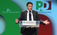 Renzi tende la mano, Grillo non la stringe