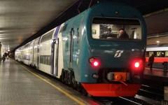 Lucca-Firenze: camion trancia i cavi della ferrovia.Treni fermi 4 ore
