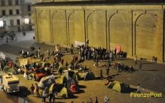 Firenze: dagli antagonisti uova contro Palazzo Vecchio e tendopoli in San Lorenzo