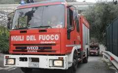 Incendio lungo la ferrovia Firenze-Empoli: circolazione ferma, treni in ritardo