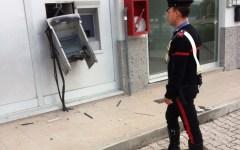 Toscana, la razzìa dei bancomat: i ladri li fanno esplodere o li sradicano col carroattrezzi