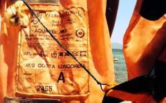 Concordia: mistero su un giubbotto e una boa trovati sulla spiaggia del Giglio. E' caccia al cimelio. La Regione  pensa a un museo