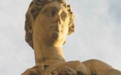 Firenze, ponte Santa Trinita: il giallo della testa della «Primavera», rimasta in Arno 17 anni