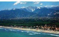Versilia, turista tedesco muore annegato in mare