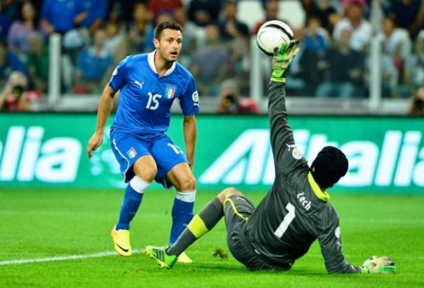 Manuel Pasqual con la maglia azzurra della nazionale