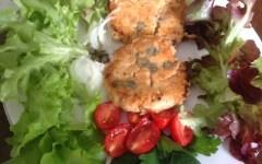 Patties di salmone con contorno di lattughino