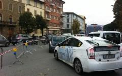 Firenze, traffico in tilt sul viale Rosselli per sversamento vernice dalla ferrovia