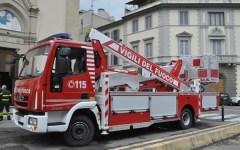 Firenze: i Vigili del Fuoco festeggiano Santa Barbara con l'arrivo di un nuovissimo mezzo antincendio