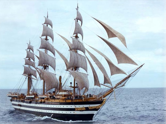 La rinnovata Amerigo Vespucci a Napoli aperta a visite e mostre