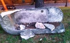 Mura di Grosseto, vasca di epoca romana distrutta dai vandali a martellate