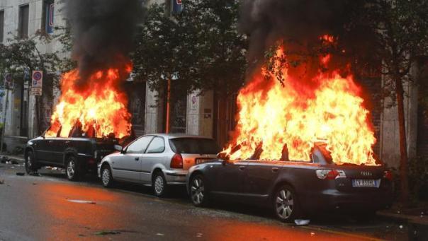 Auto a fuoco a Milano