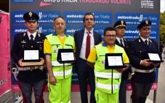 Giro d'Italia, Montecatini: Autostrade premia i campioni di coraggio in servizio