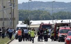 Francia, Lione. Attentato terroristico: un uomo decapitato in fabbrica. Mostrata bandiera dell'Isis